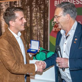 groenevakbeurs-uitreiking-coins-award-rond-Pin's Passion
